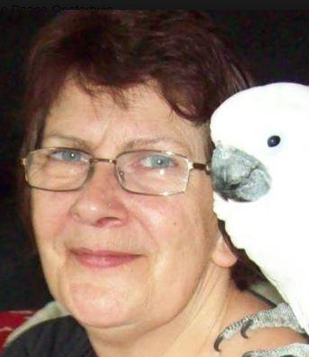 Maddie Paape met papegaai